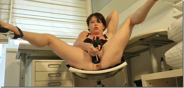 dirtygardengirl-pussy-stretching