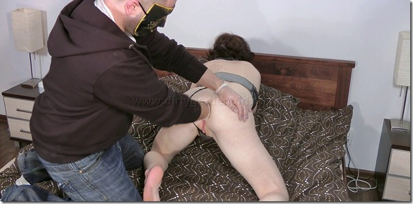 dirtygardengirls-both-holes-fisted-hard